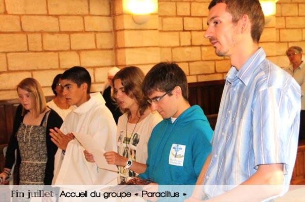 groupe de jeunes qui organisent des veillées de louange et font de la nouvelle évangélisation