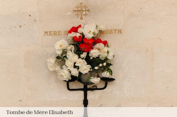 Tombe de mère Elisabeth, fondatrice de la communauté