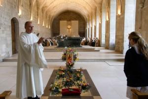 Fête de la saint Herlouin, encensement des fidèles