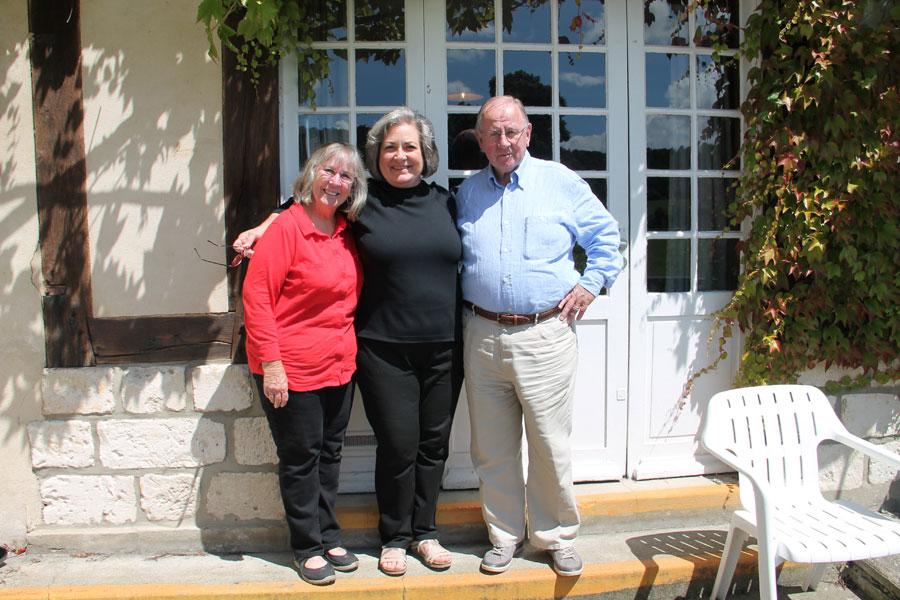 Pamela et son mari – nos oblats américains – accompagnés de la sœur de Gérald , Katherine