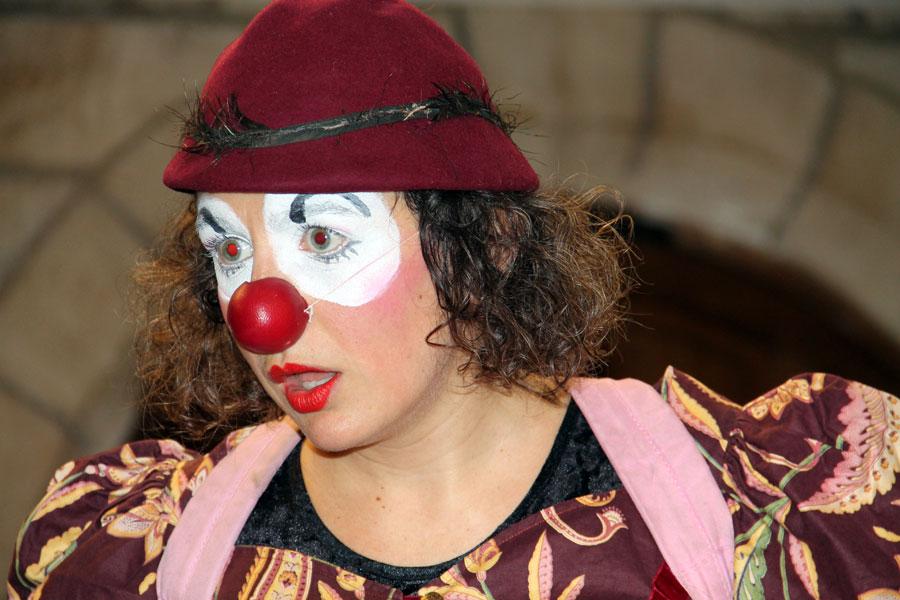 Anne-Claire, violocelliste et clown au monastere sainte francoise