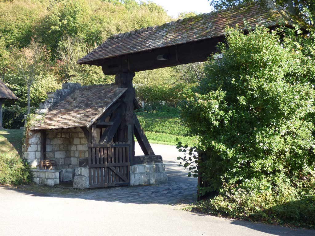 Porche d'entrée au monastère
